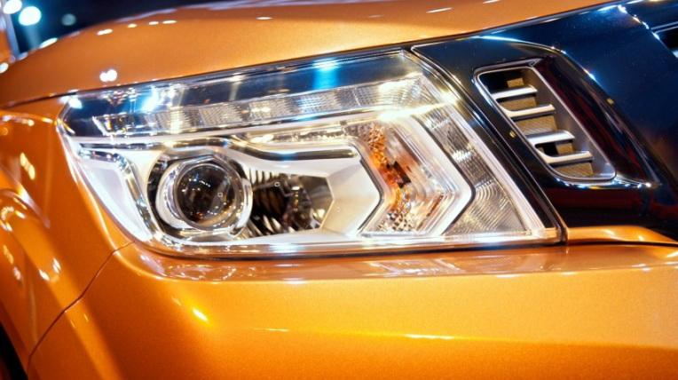 Nissan-Navara-2015 (4).jpg