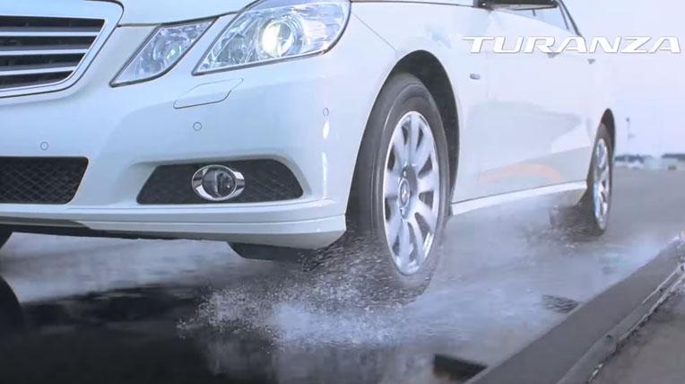 Giải pháp nào giữ an toàn cho xe khi đi trên đường trơn ướt?