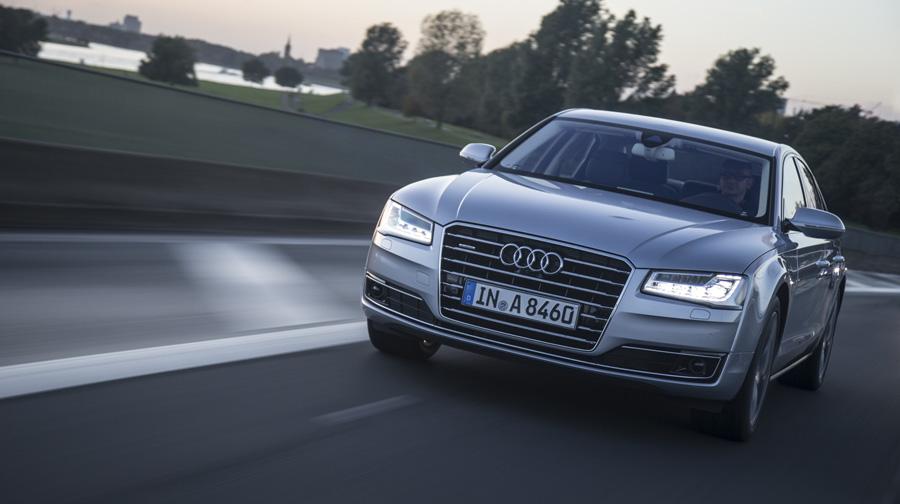 audi a8 matrix led 1 Công nghệ đèn pha LED ma trận trên Audi A8L mới