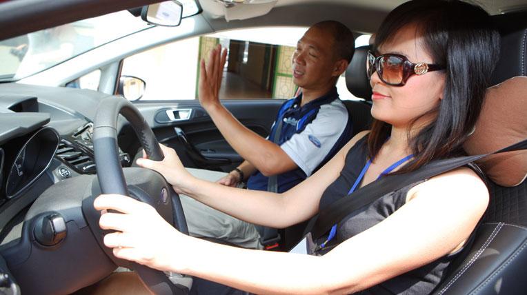 autodaily fordVN LXAT %2812%29 Chết vì xem thường không thắt dây an toàn trên ôtô
