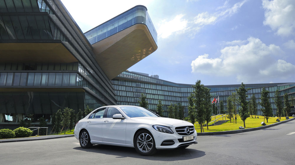 Mercedes-benz-C200-(1).jpg