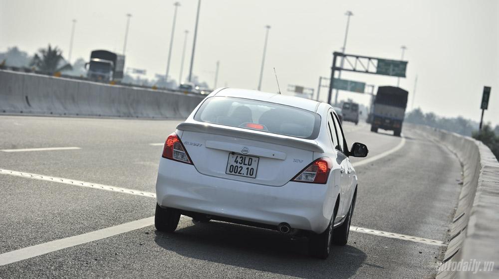Nissan Sunny (4).jpg