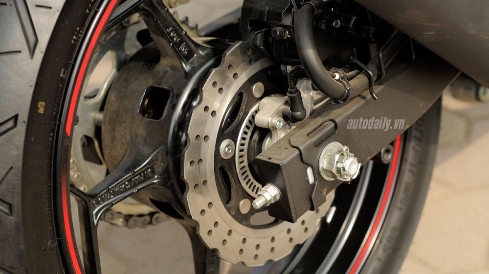 Kawasaki Ninja 300 ABS (21).jpg