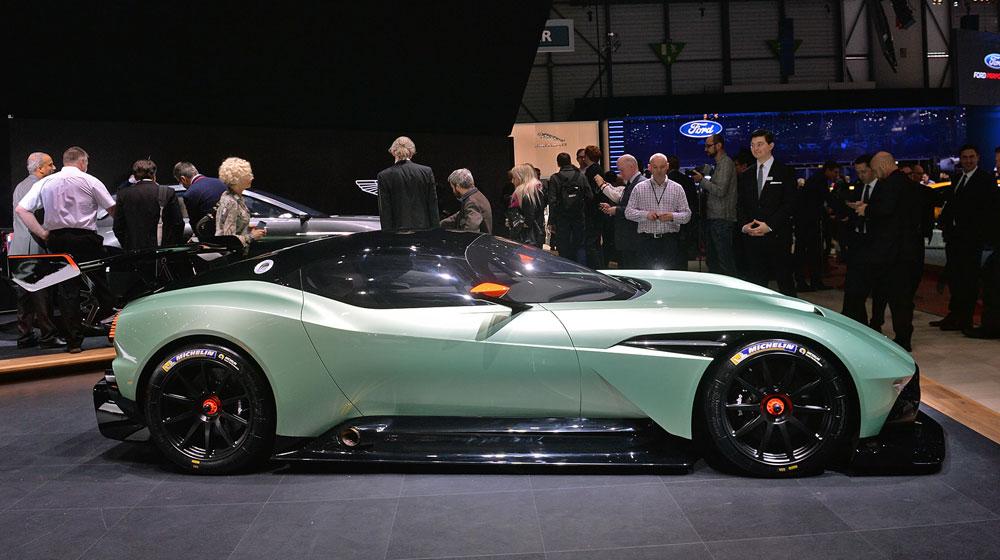 06 aston martin vulcan geneva 1 Chiêm ngưỡng những chi tiết độc và lạ trên Aston Martin Vulcan