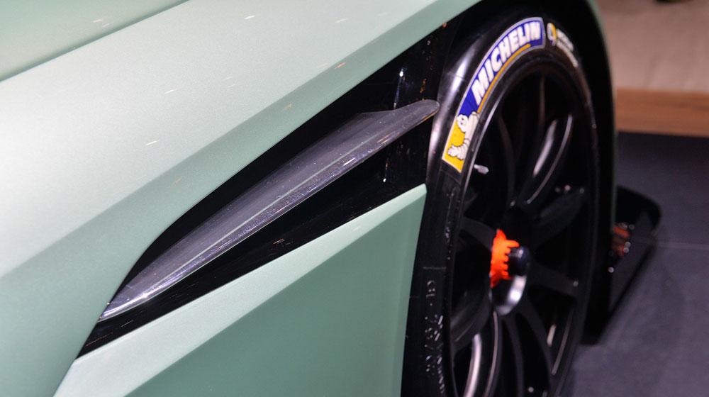 13 aston martin vulcan geneva 1 Chiêm ngưỡng những chi tiết độc và lạ trên Aston Martin Vulcan