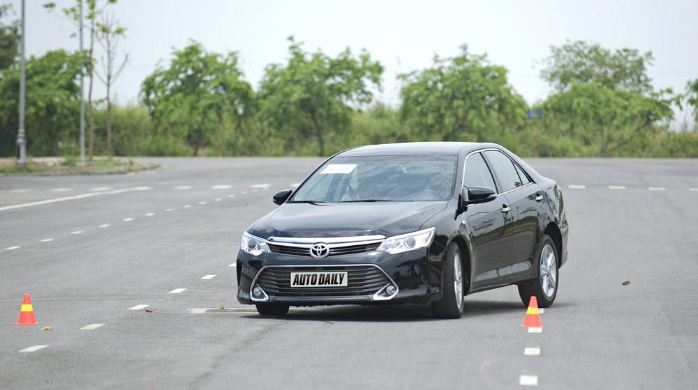 Toyota-Camry-2 (11).jpg