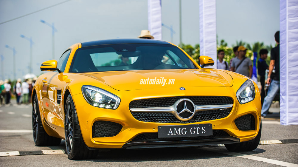 mercedes-AMG-GT-S-(4).jpg