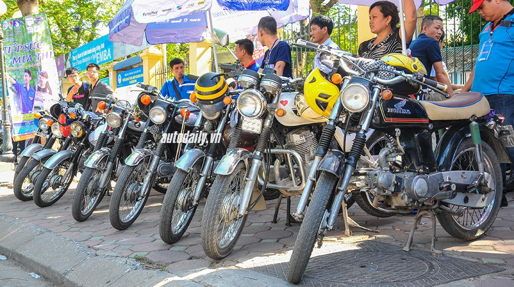 Huyền thoại Honda 67 đưa đón sĩ tử miễn phí tại Hà Nội