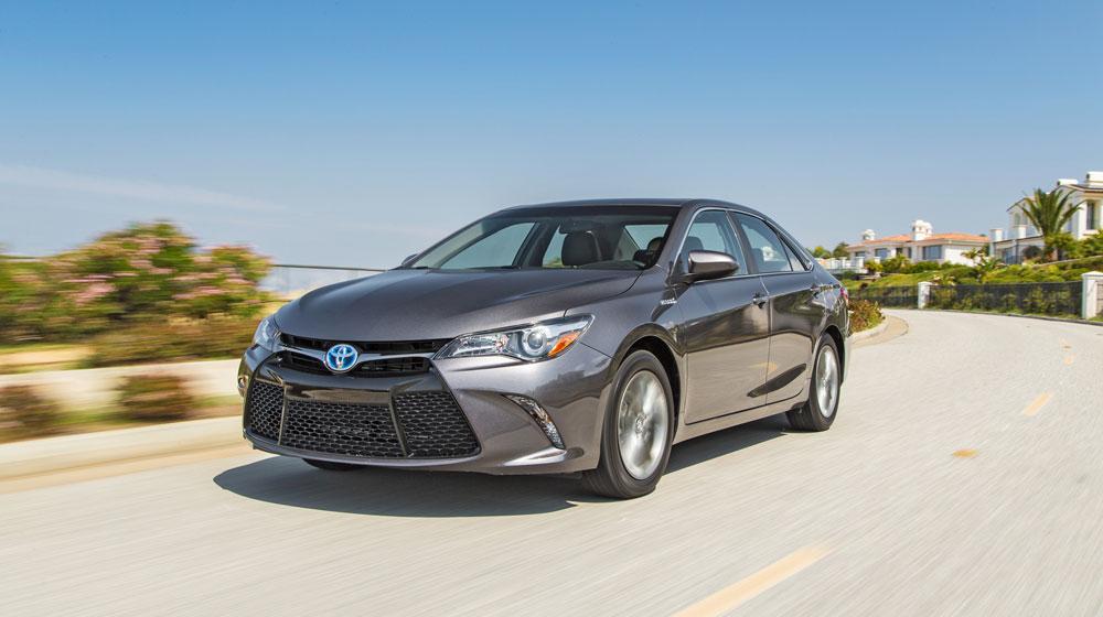 Sedan hạng trung nửa đầu 2015: Toyota Camry thống trị