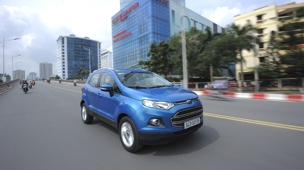 Ford_EcoSport_va_Hyundai_i20_Active (1).jpg