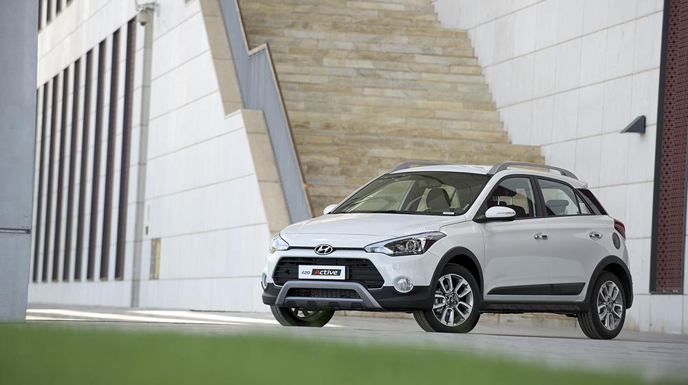 Ford_EcoSport_va_Hyundai_i20_Active (6).jpg