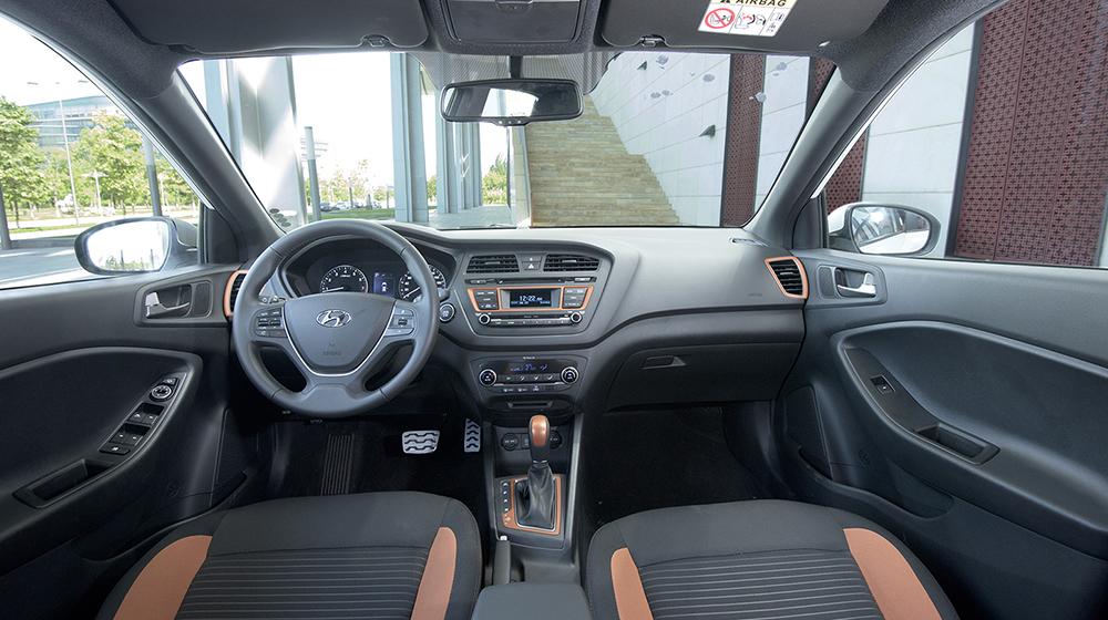 Ford_EcoSport_va_Hyundai_i20_Active (9).JPG