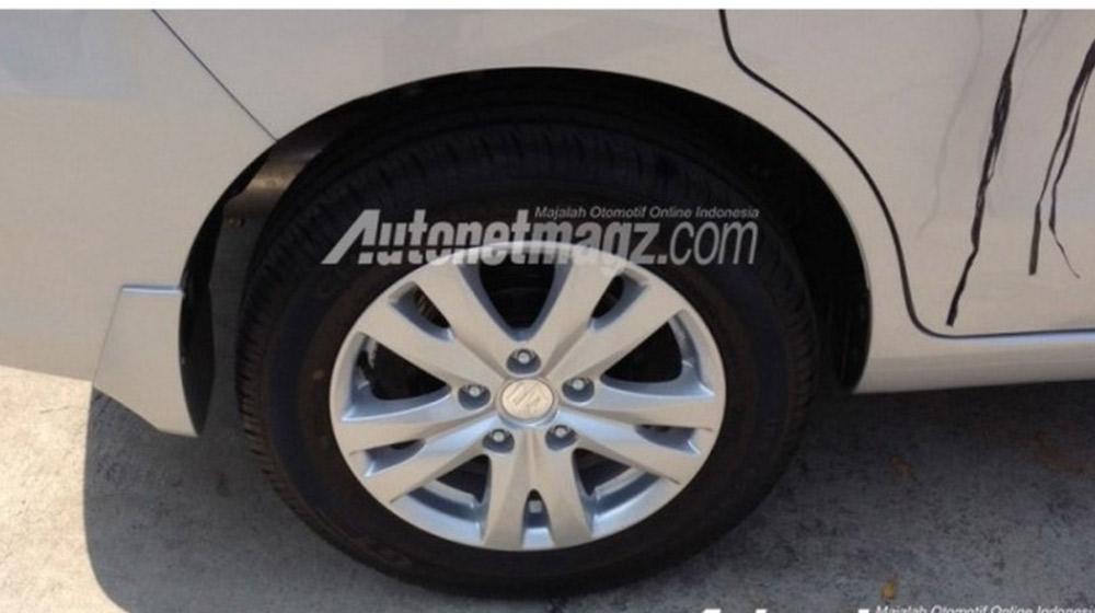 Suzuki-Ertiga-alloy-wheel-spied-900x506.jpg