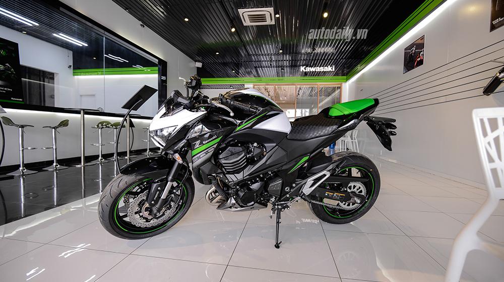 Soi chi tiết Kawasaki Z800 2016 vừa cập bến Việt Nam