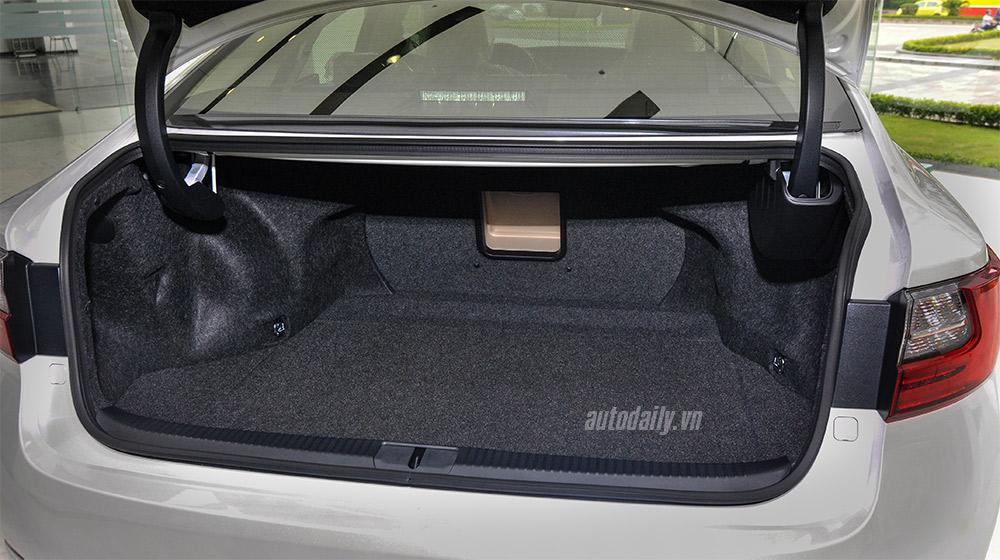 Lexus ES 2016 (27).jpg