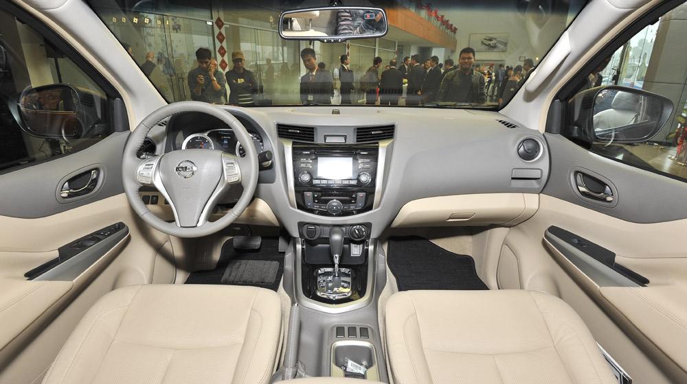 Can canh Nissan NP300 Navara (24).jpg