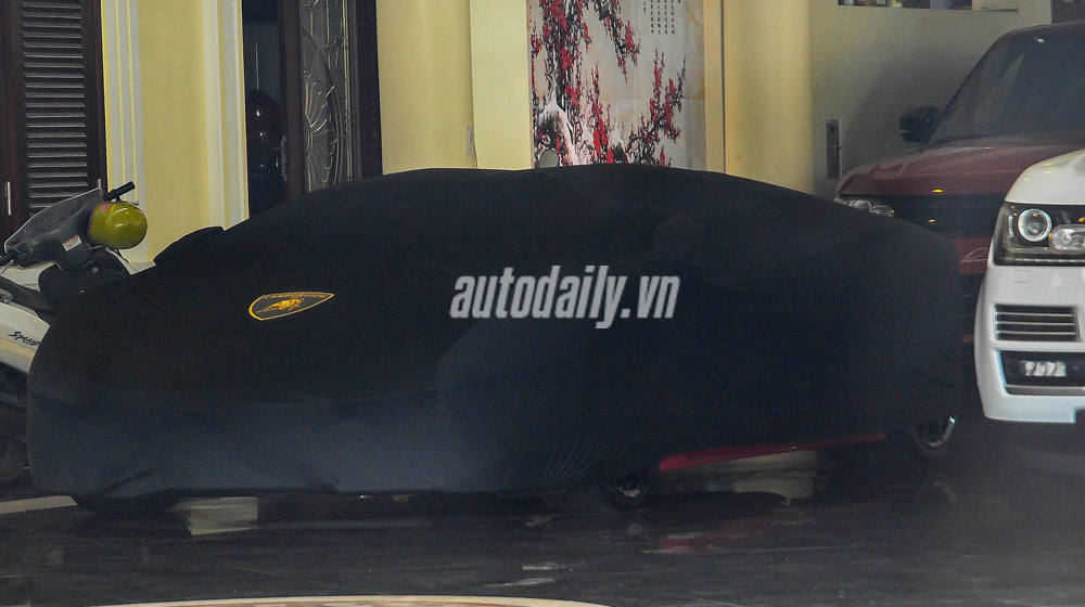 Siêu bò Lamborghini Aventador Roadster xuất hiện tại Hà Nội
