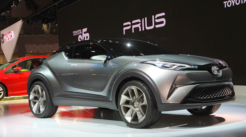 Toyota-C-HR-concept-front-quarters-at-the-2015-Tokyo-Motor-Show.jpg