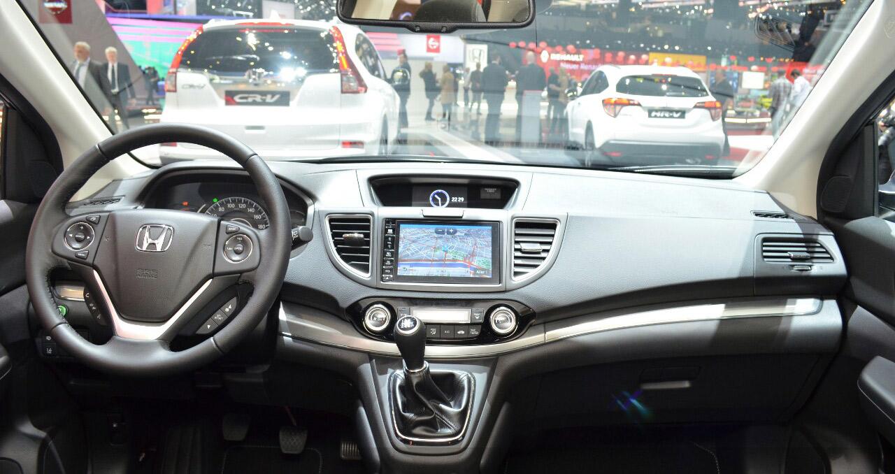 Honda-CR-V-Black-edition-dashboard-at-GIMS-2016.jpg