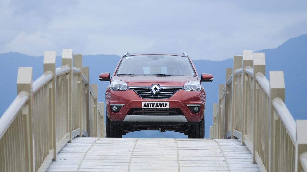 Thưởng thức tiện nghi trên Renault Koleos 2014 - 1