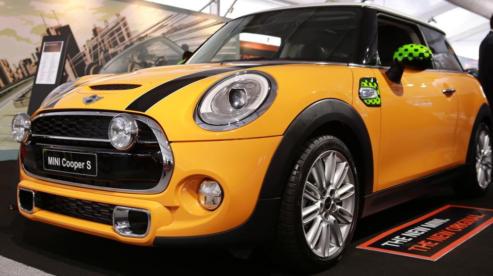 Về Việt Nam, Mini Cooper Roadster có giá 1,618 tỷ đồng - 4