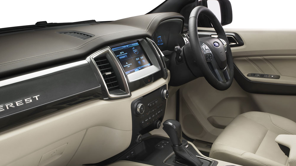 New_Ford_Everest_3_interior_pass.jpg