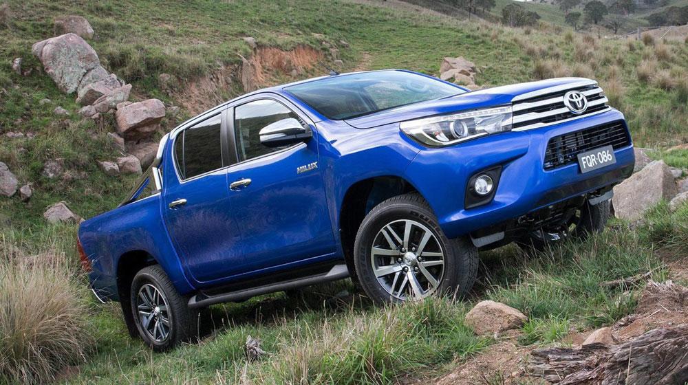 """Toyota Cần Thơ: """"Mổ xẻ"""" Toyota Hilux 2016"""