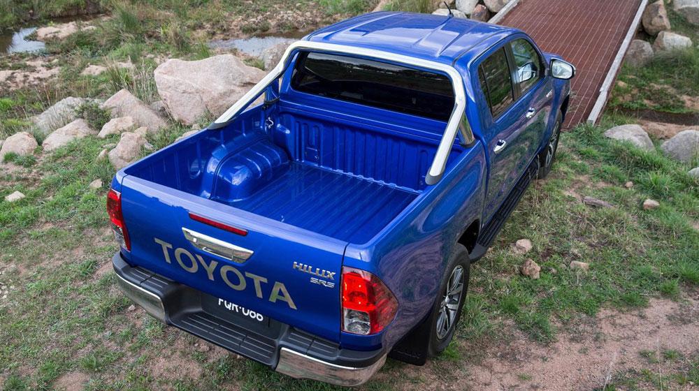 2016-Toyota-Hilux-20.jpg