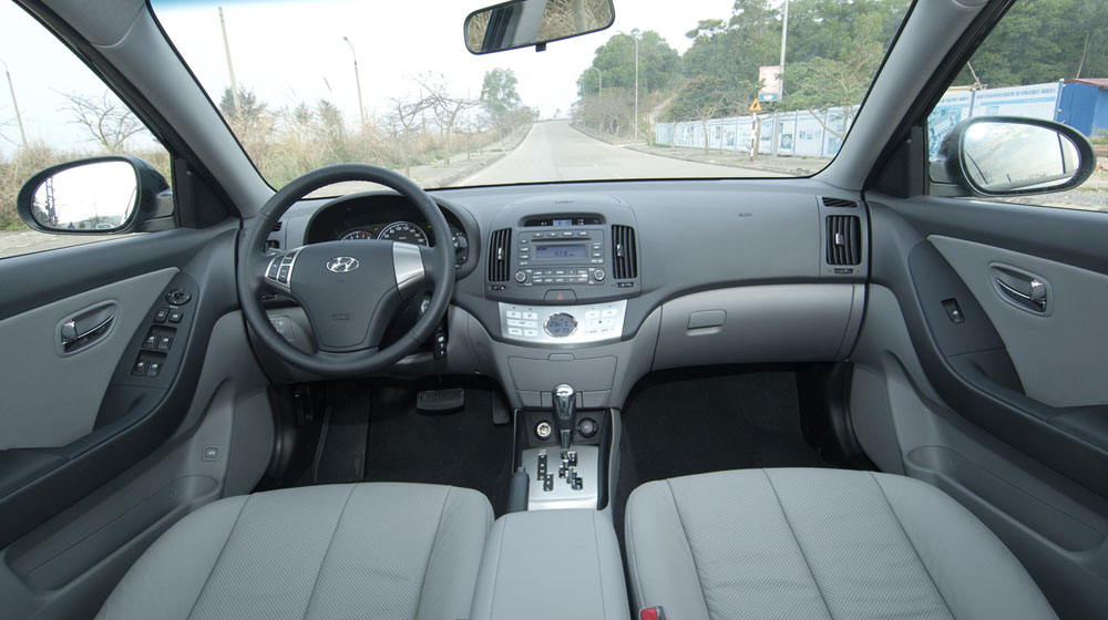 Hyundai-Avante-4