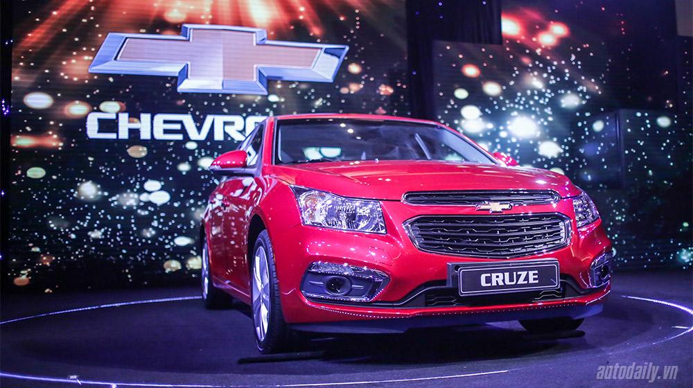 Chevrolet_Cruze_Vs_Toyota_Corolla_Altis (8).jpg