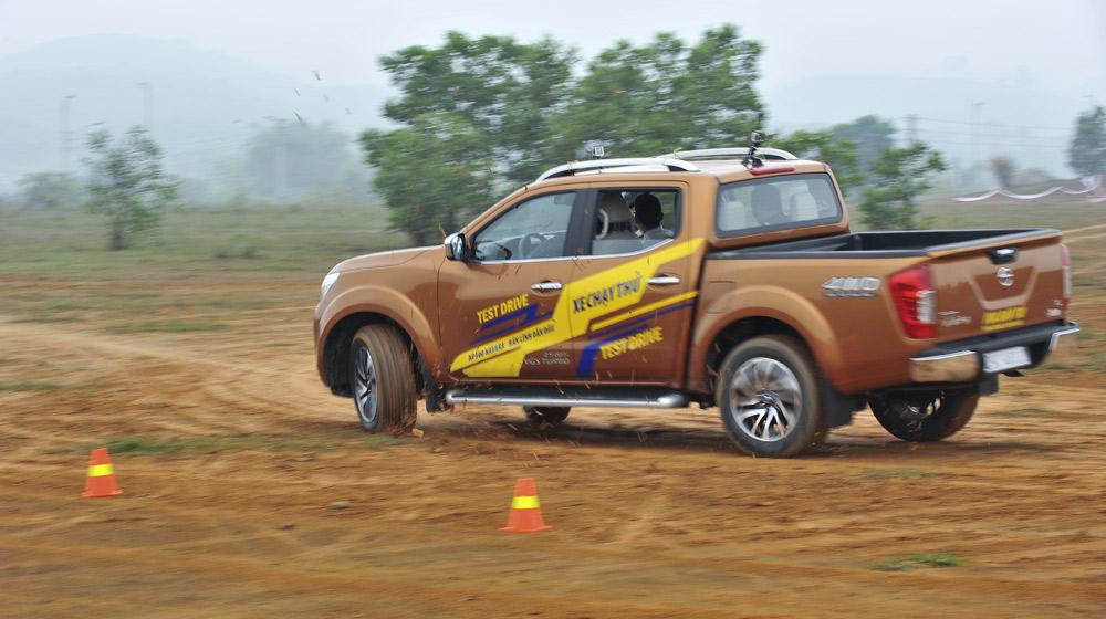 offroad Nissan NP300 Navara (12).jpg