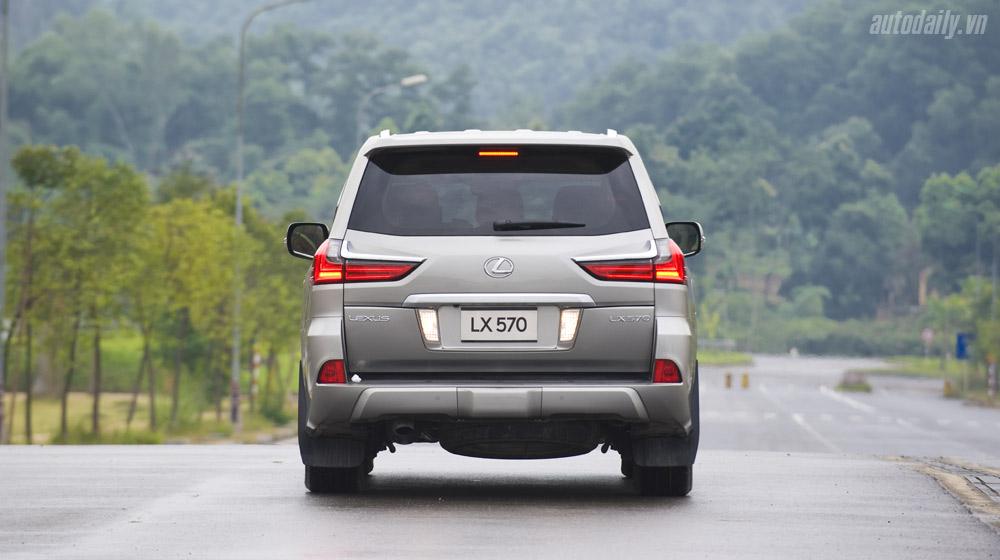 Lexus LX570 (25).jpg