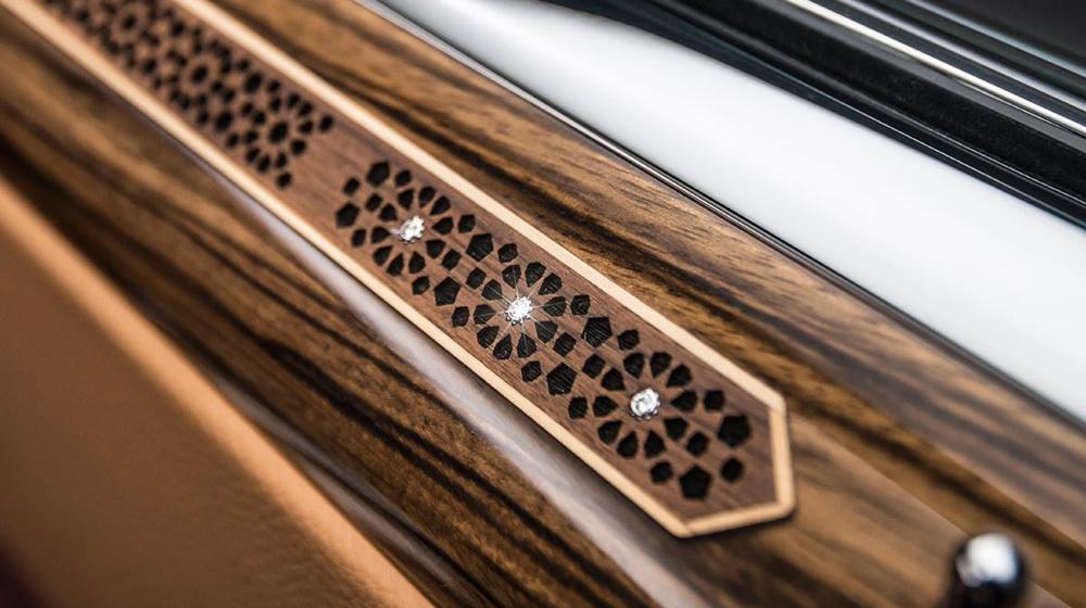 Chiêm ngưỡng siêu xe Rolls-Royce Ghost Series II đính hơn 40 viên kim cương  Chiêm ngưỡng siêu xe Rolls-Royce Ghost Series II đính hơn 40 viên kim cương Rolls Royce Ghost Red Diamond Edition 6